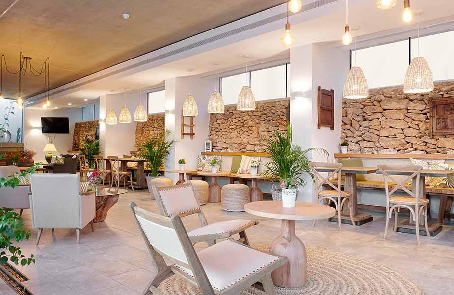 Interieur van het restaurant van Can Lluc op Ibiza