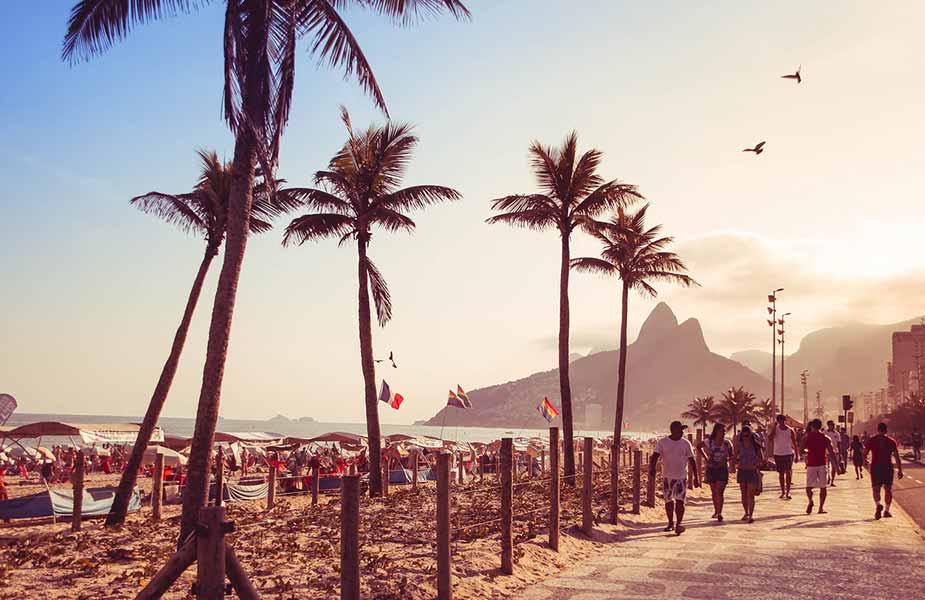 Boulevard langs de Copacabana in Brazilië