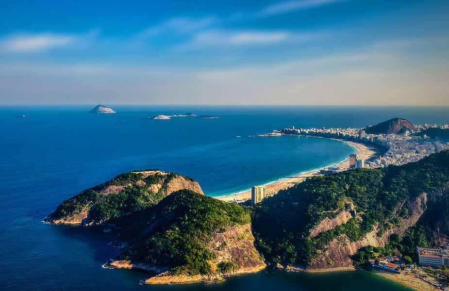Uitzicht op het Copacabana strand in Rio de Janeiro