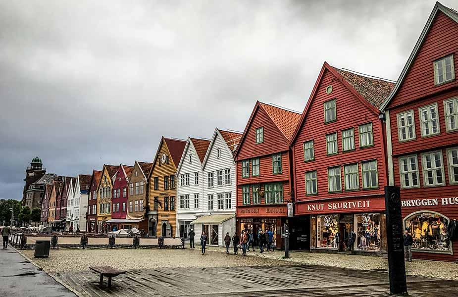 Gekleurde huizen in het centrum van Bergen in Noorwegen