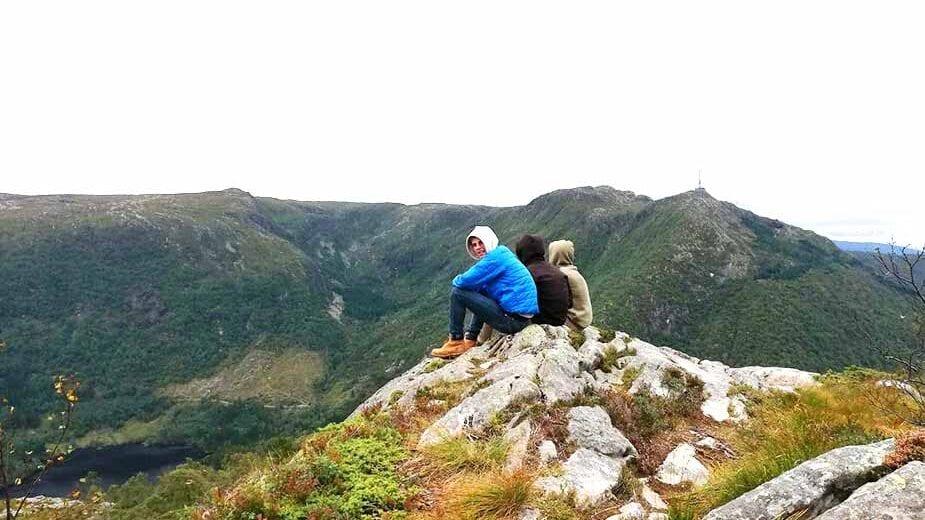 Marouane op een berg in Noorwegen