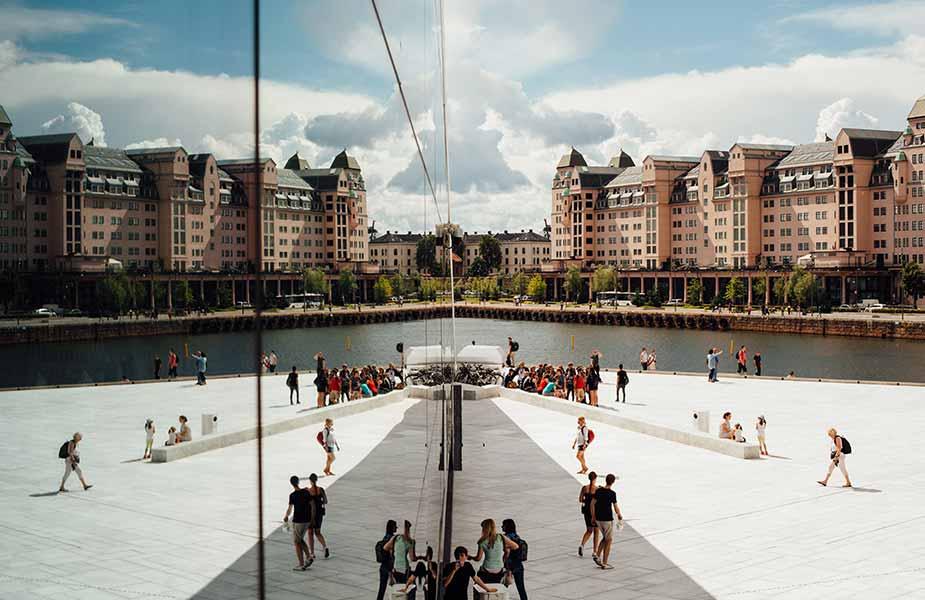 Zicht op de stad vanaf de Opera House in Oslo