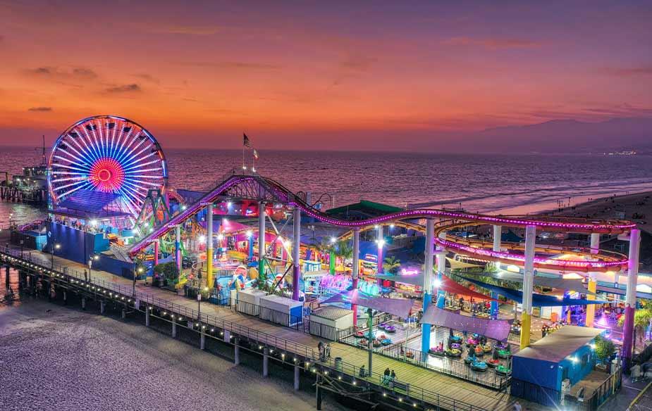 Het amusementspark Pacific Park op de pier van Santa Monica