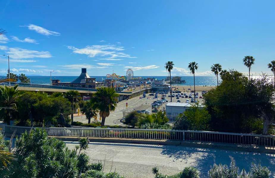 De pier en het amusumentpark op Santa Monica Beach in Los Angeles
