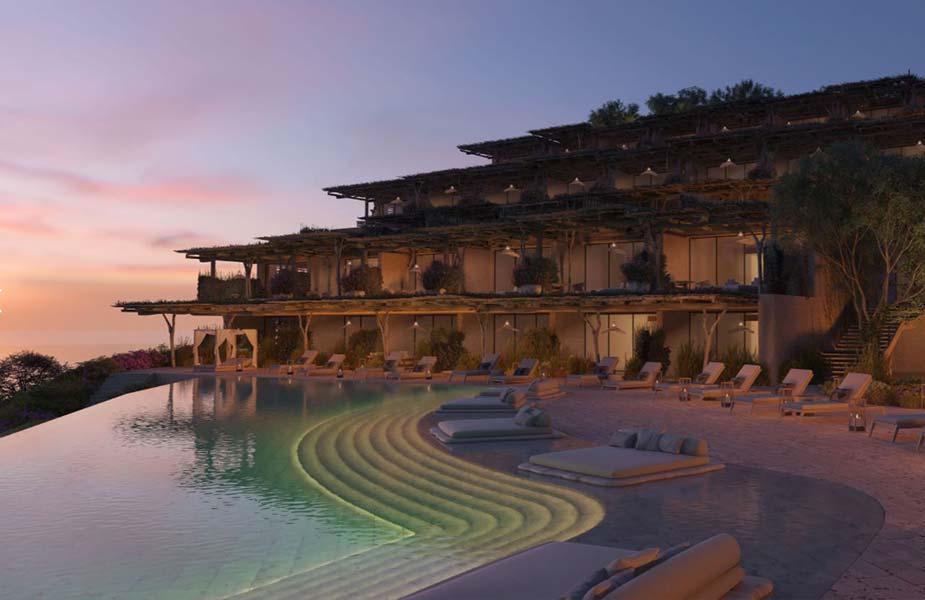 Infinity pool bij zonsondergang