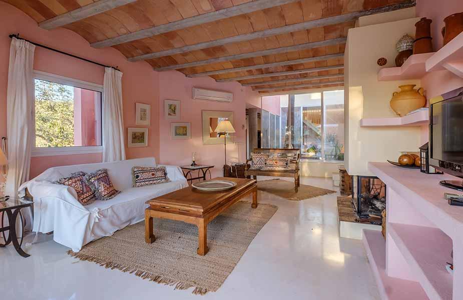 Interieur van de woonkamer van villa Can Jaime Curt van Can Lluc