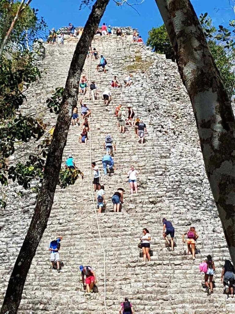 De trap van de Maya Coba tempel