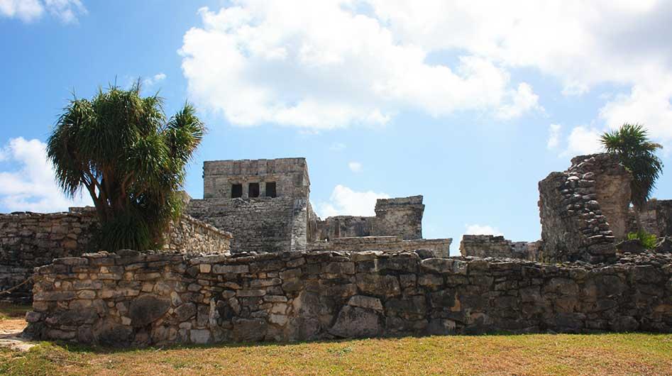 Delen van de Maya tempel in Tulum