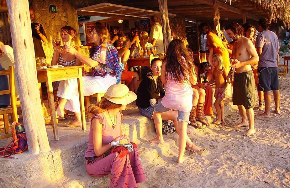 Zonsondergang op een strand op Ibiza
