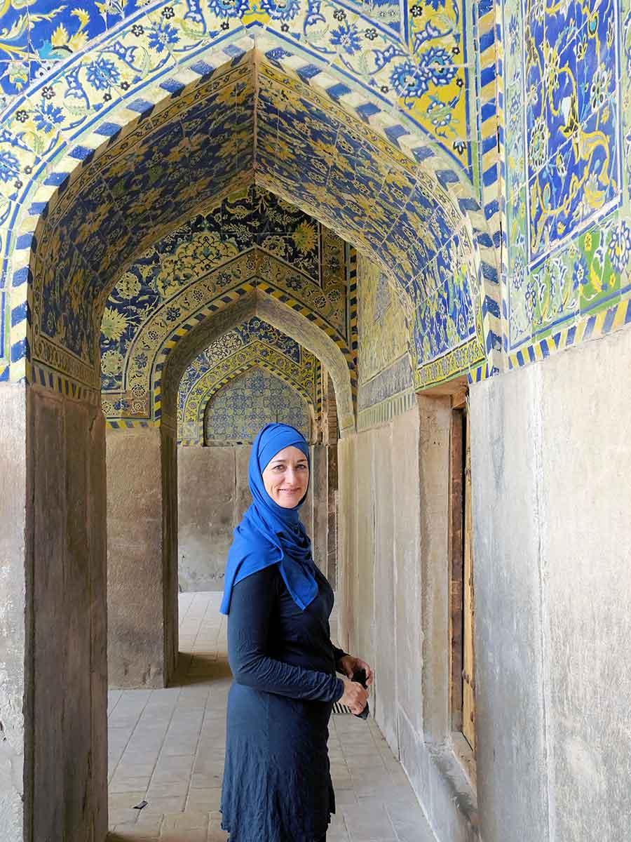 Anika in de moskee in Iran