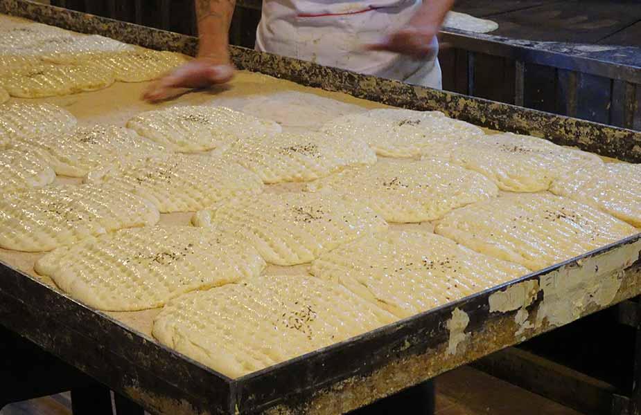 Brood bakken in de bakkerij
