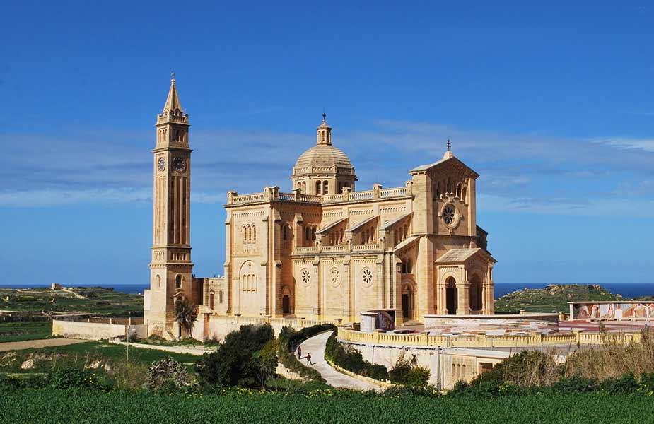 De prachtige basiliek Ta Pinu op het eiland Gozo bij Malta
