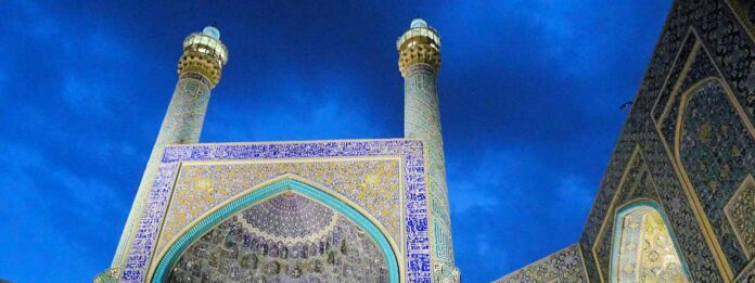 Blauwe tegeltjes in moskee in Isfahan in Iran