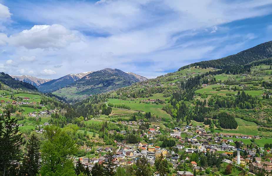 Uitzicht op Radenthein in Oostenrijk