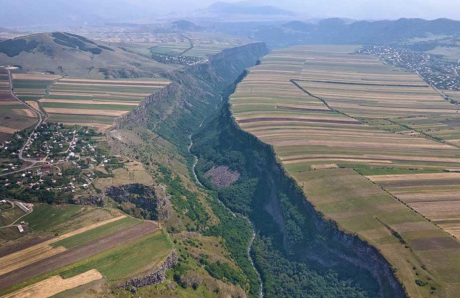 De Dzoraget Canyon bij Lori in Armenie van bovenaf gezien