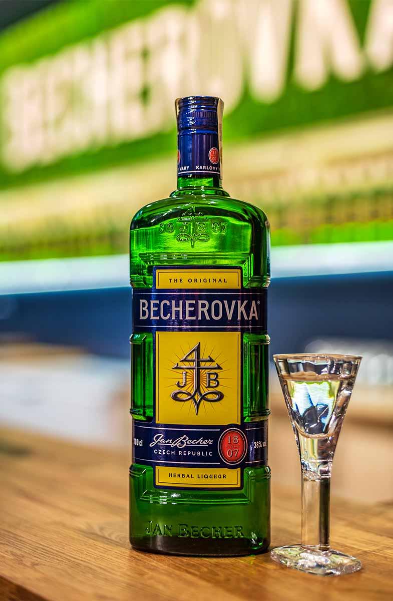 De sterke drank Becherovka uit Tsjechie