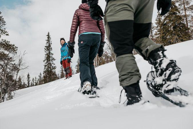 Lopen op speciale sneeuwschoene